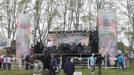 Dia de la primavera en Jose C Paz Alquiler de escenarios